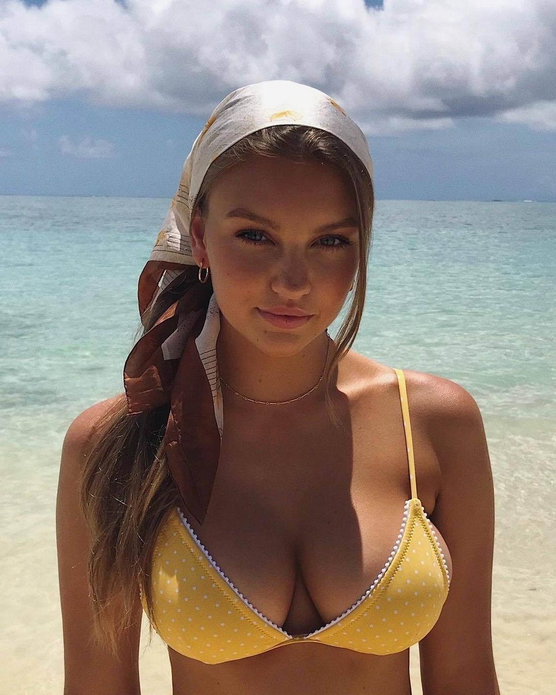 Imagem com tags:HD, Swimsuit, Menina