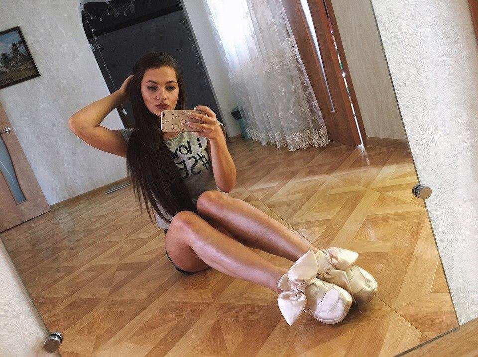 Picture with tags: Selfie, HD, Interesting, Girl