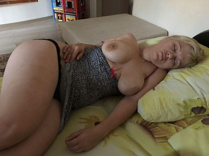 Picture with tags: Topless, Interesting, Amateur, Girl