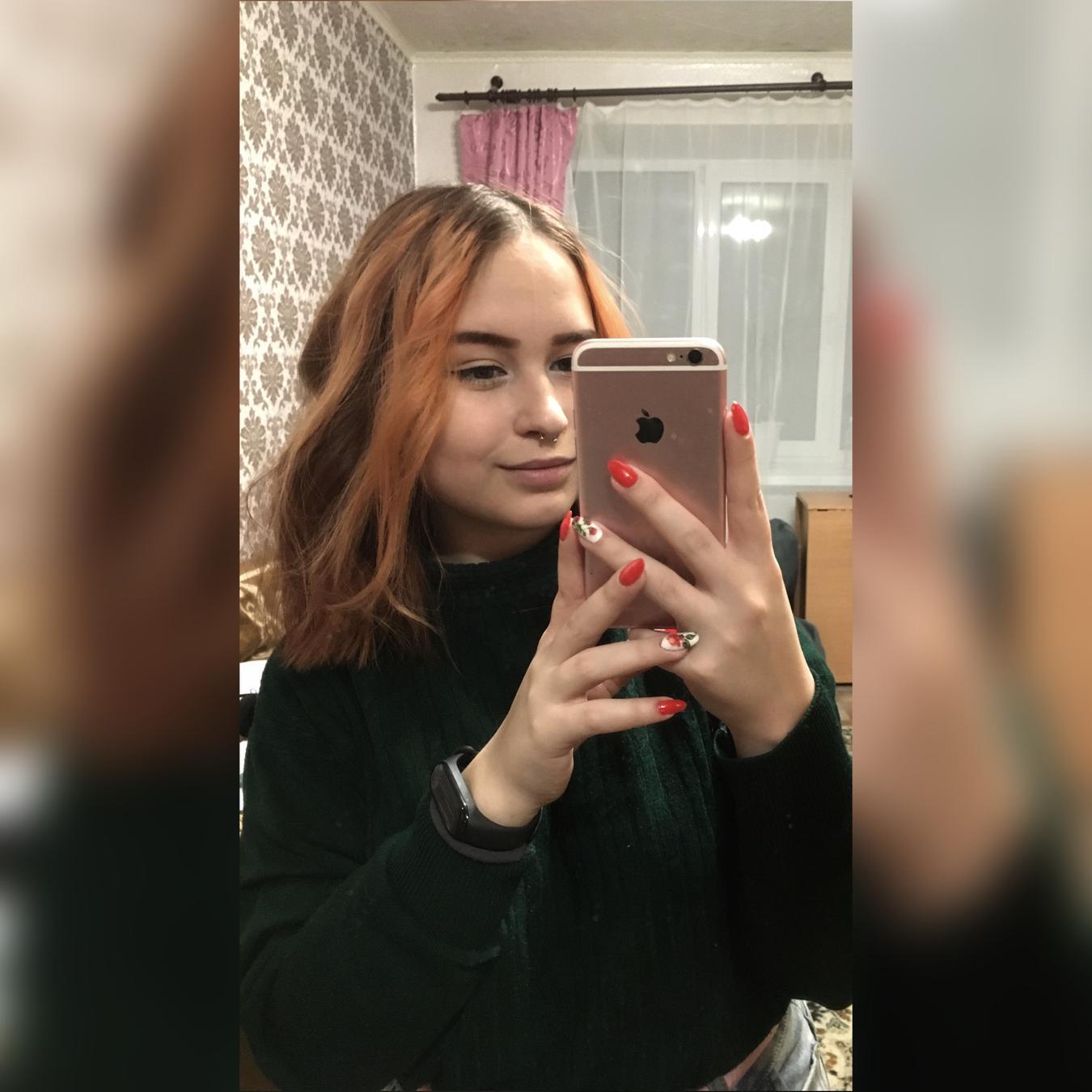 Afbeelding met tags:Echte, Interessant, Meisje, Mededeling, Colored hair