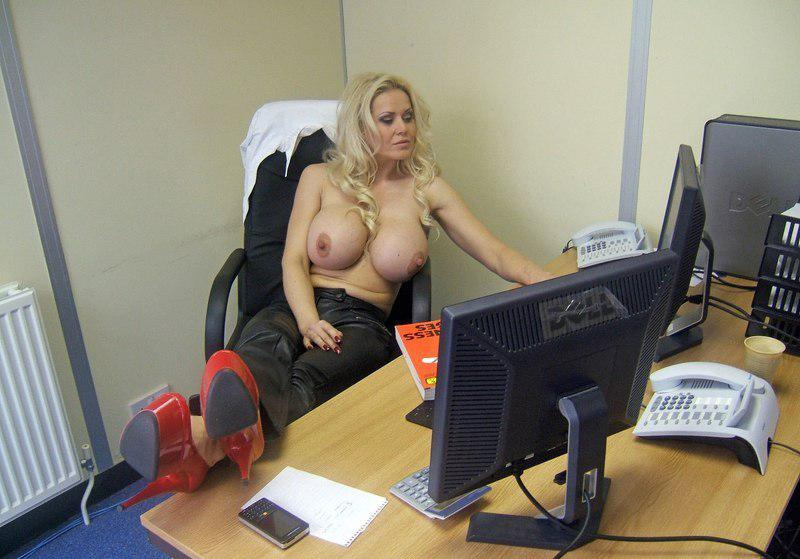 Picture with tags: Topless, Video chat, Girls