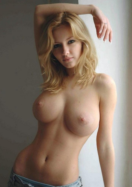 Picture with tags: HD, Blonde, Topless, Interesting, Girl
