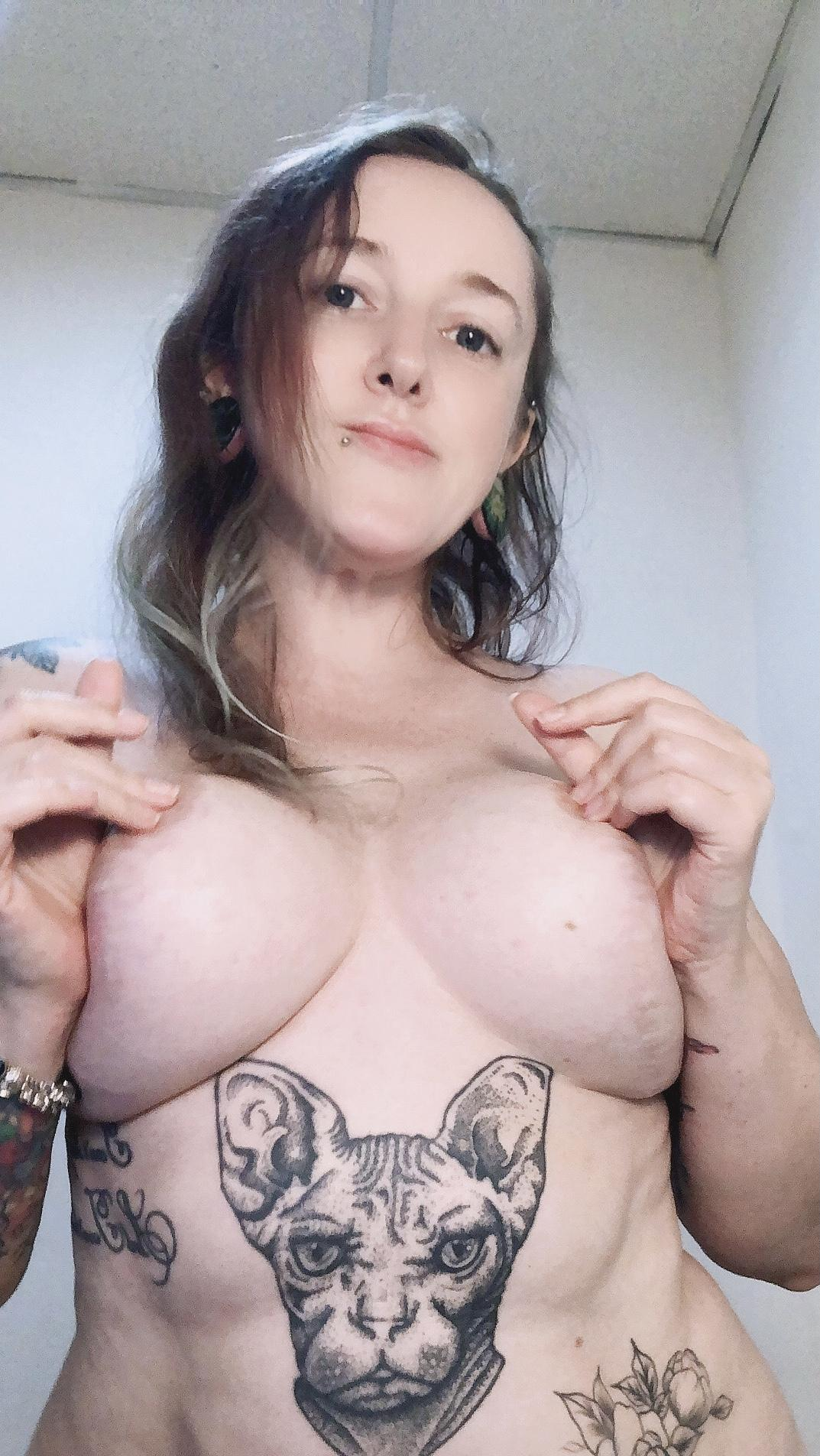Picture with tags: Tattoo, HD, Topless, Real, Interesting, Girl