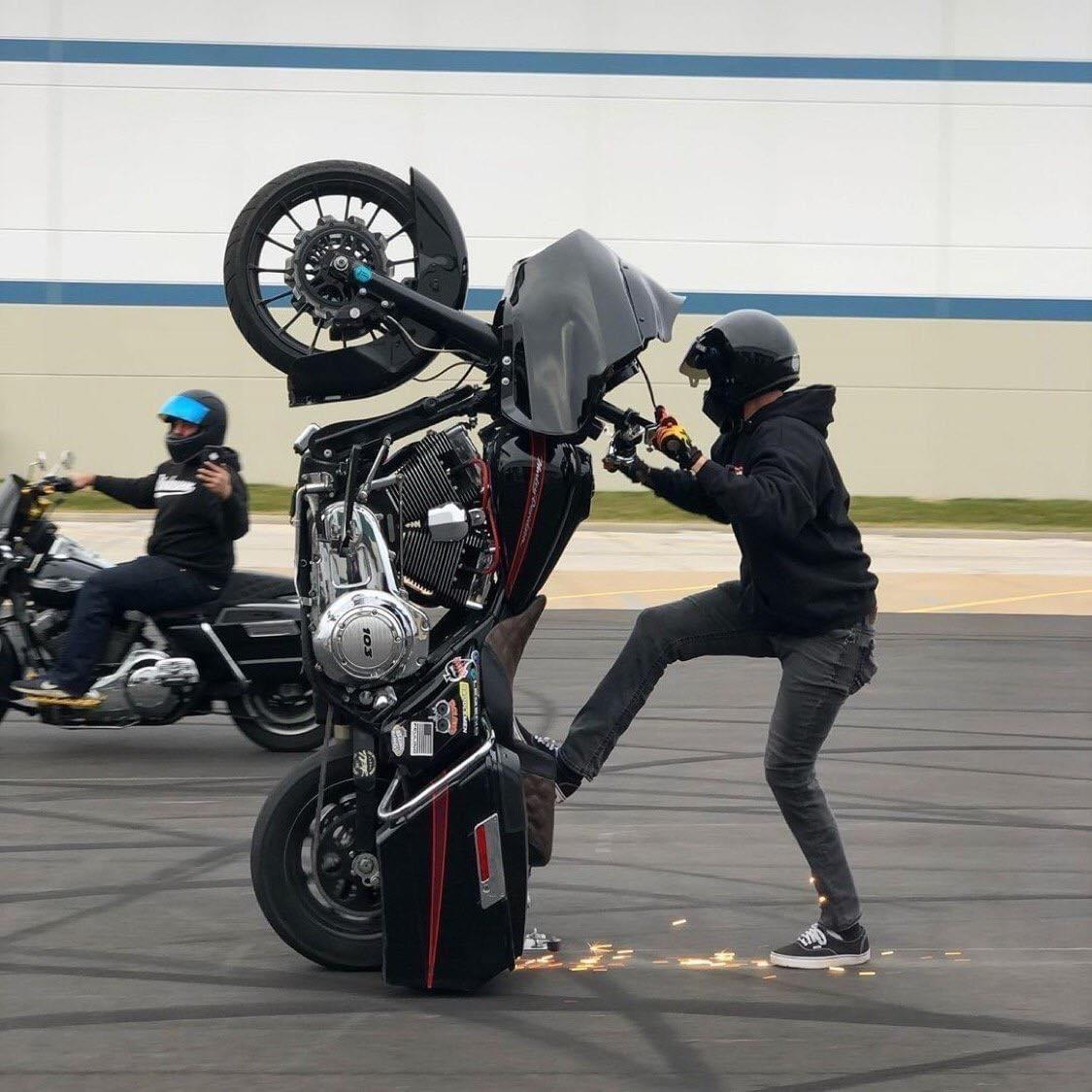 Публикация с тегами: HD, Интересное, Мотоциклы и велосипеды, Мужчина