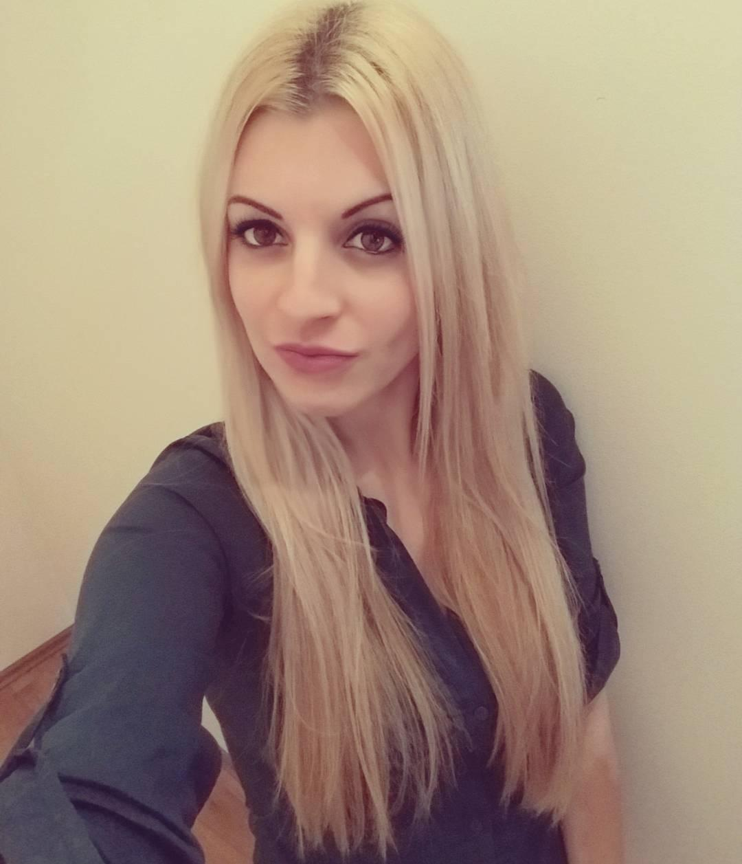 Picture with tags: HD, Blonde, Dating, Interesting, Girl