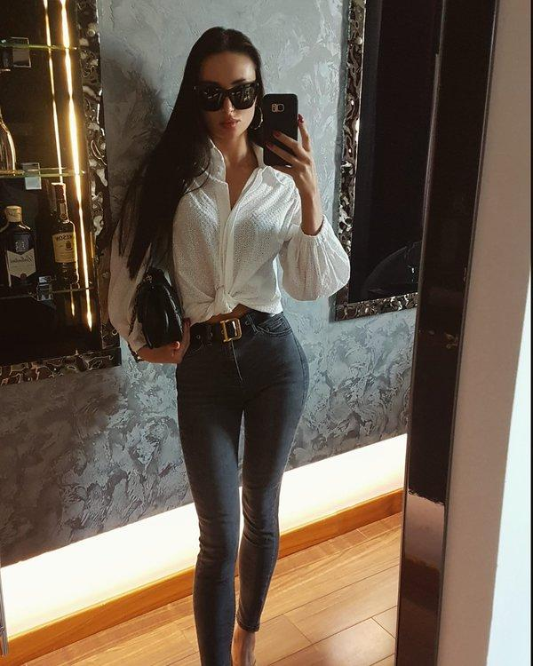 Picture with tags: Interesting, Jeans, Girl