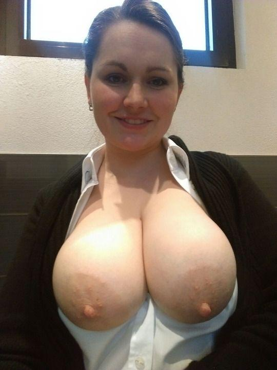 Picture with tags: , Topless, , , , , Girls, Profile, ,